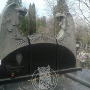 Памятник с гранитными ангелами № 24
