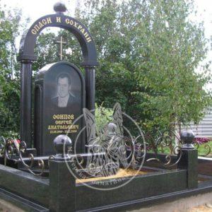 Памятник из гранита с колоннами № 151