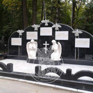 Семейное надгробие с голубями №199