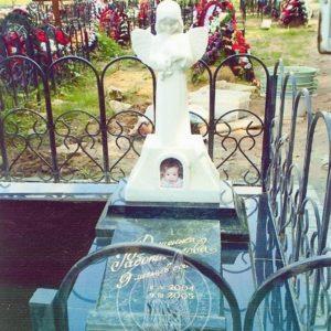 Детское надгробие с ангелочком № 209