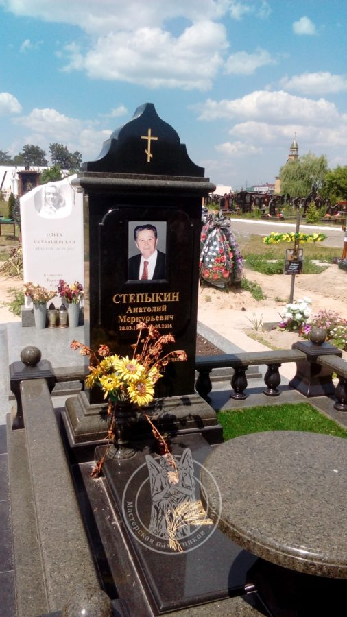Памятник с фото на керамике