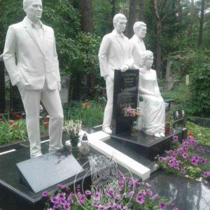 Ростовой барельеф девушка с цветами №49