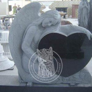 Ангел с рердцем из черного гранита № 13