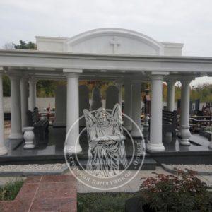 Фамильный семейный склеп из мрамора с колоннами на Байковом в Киеве №15