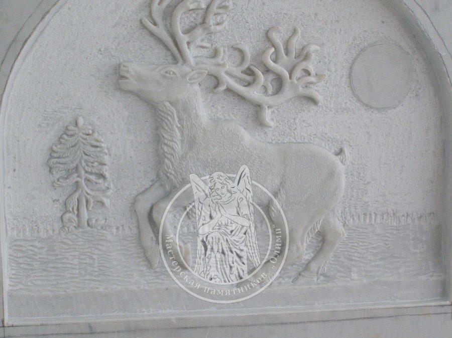 рельеф оленя из мрамора