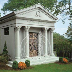 Мраморный склеп с колоннами № 18