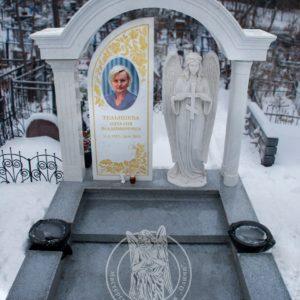 Мраморный памятник с колоннами и Ангелом на (Даниловском кладбище) № 177