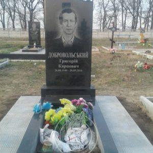 Гранитный памятник (кладбище г. Бровары) №85