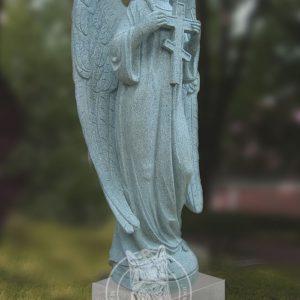 Ангел из гранита с крестом № 9