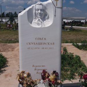 Мраморный  памятник с рельефом  (Южное кладбище) № 182