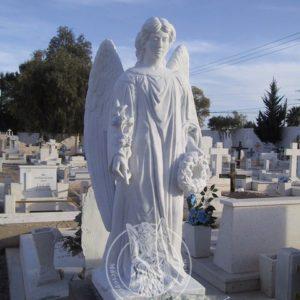 Мраморный ангел с венком в руке №53