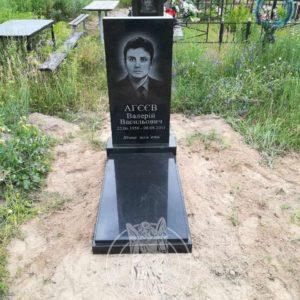 Памятник с гравированным фото   в селе Залесье Броварском районе Киевской обл.№ 90
