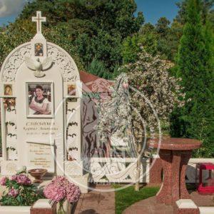 Мраморный памятник с голубем и крестом  №186
