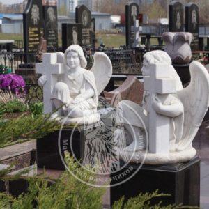 Мраморные ангелочки с крестом № 54
