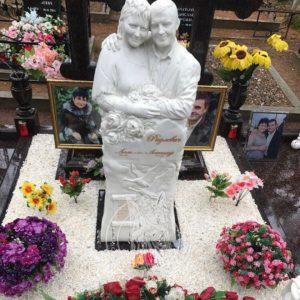 Мраморная скульптура семейной пары  № 39
