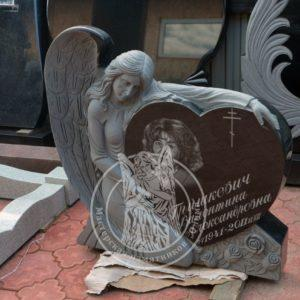 Ангел с срердцем из гранита № 17