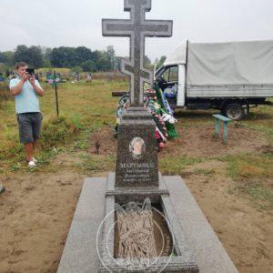 Православный  гранитный крест  установлен накладбище в сл. Цветоха , Славутский район, Хмельницкойобл. № 98