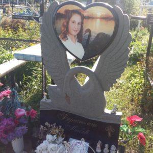 Гранитный памятник Лебедь установлен на кладбище сл. Требухов,Броварского района Киевской обл. №99