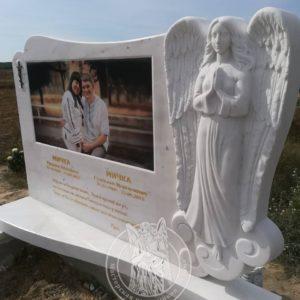 Памятник из мрамора для двоих с Фото керамикой и ангелом №1