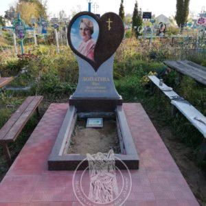 Гранитный памятник сердце  с фото керамикой  в селе Требухов, Броварского района Киевской обл. №103