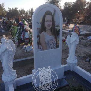 Детский памятник  из мрамора с ангелочками  №211