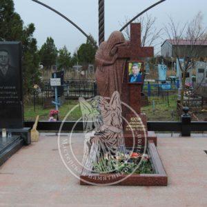 Скорбящая скульптура из гранита № 19