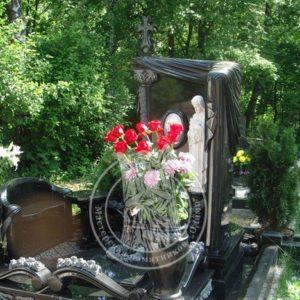 Комплекс из гранита  со скульптурой из мрамора № 29