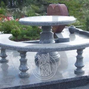 Круглый  гранитный стол   с лавкой № 24