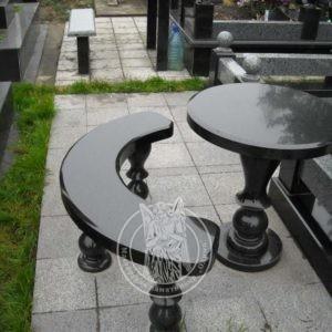 Круглый стол с полукруглой скамейкой и балясинами из гранита № 15