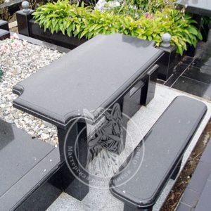 Стол с фигурной резкой и скамейка № 16