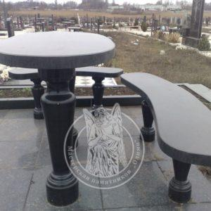 Круглый стол со скамейками формы полумесяцем.№ 13