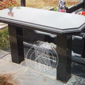 Стол гранитный на могилу с фигурной фаской № 12