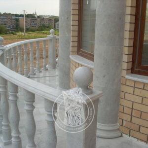 Мраморные балясины с перилами  и шариками для балконов № 2