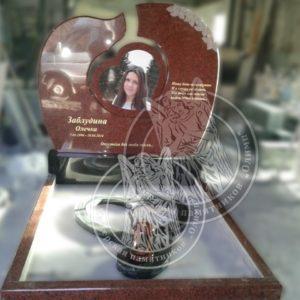 Памятник девочке из гранита форма сердце, фото на керамике изготовили и отправили в Россию в г. Армавир №204 Цену:Уточняйте!