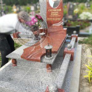 Памятник из гранита с фото на керамике № 118 установлен на могилу, на кладбище г. Бровары