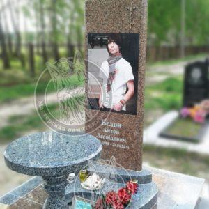 Памятник из гранита межеричка,  портрет фотокерамика 70*50 изготовлен и установлен на Северном кладбище г. Киев № 114 Цена: Уточняйте!