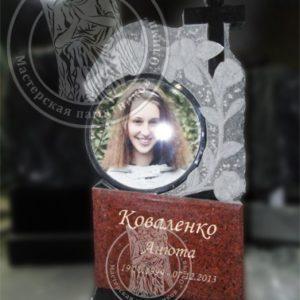 Памятник с круглой фото керамикой на керамике изготовили и установили в г. Борисполь №106 Цену:Уточняйте!
