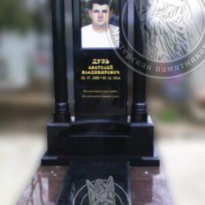 Памятник с колоннами, Фото на керамике 60х40 см. Изготовили и установили в г. Мелитополь.№107 Цену:Уточняйте!