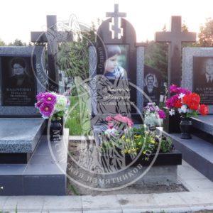 Детский памятник с фото на керамике размер 30х40 из гранита №104 Установлен в с.Ровно в Ровенской обл. Цена: Уточняйте!